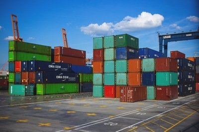 ERP vs SCM - shipping containers